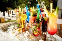 zlute-lazne-drink- dhorvath143.jpg - Nohy v písku, koktejl v ruce... V Praze jen ve Žlutých lázních:-)