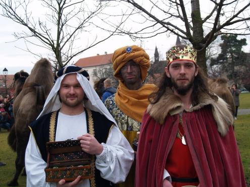 Zavírání Vánoc se třemi králi a živými velbloudy